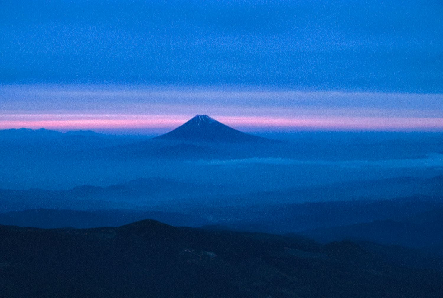 sunset behind mount Fujiyama - Mount Fujiyama, Japan,  from the air - 1966 - Kodachrome - Tony Karp, design, art, photography, techno-impressionist, techno-impressionism, aerial photography , drone , drones , dji , mavic pro , video , 3D printing - Books -